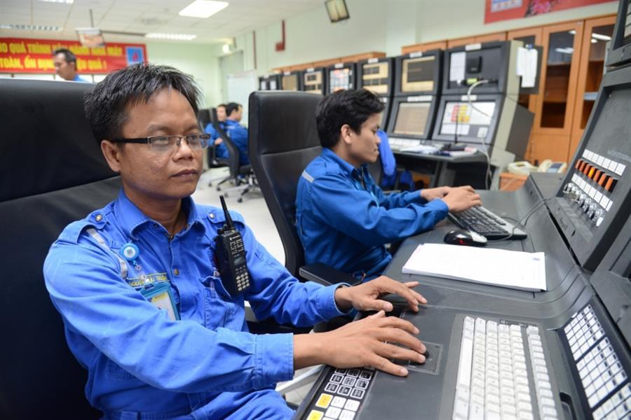 Hình ảnh đẹp Chuyên gia NMLD Dung Quất hỗ trợ vận hành tổ hợp Lọc hóa dầu Nghi Sơn