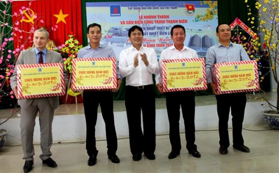 Hình ảnh đẹp Tập đoàn Dầu khí Việt Nam và Công đoàn Dầu khí chúc tết Ban QLDA NMNĐ Sông Hậu 1 và Long Phú 1